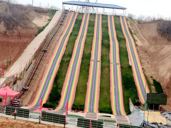 七彩旱雪滑道